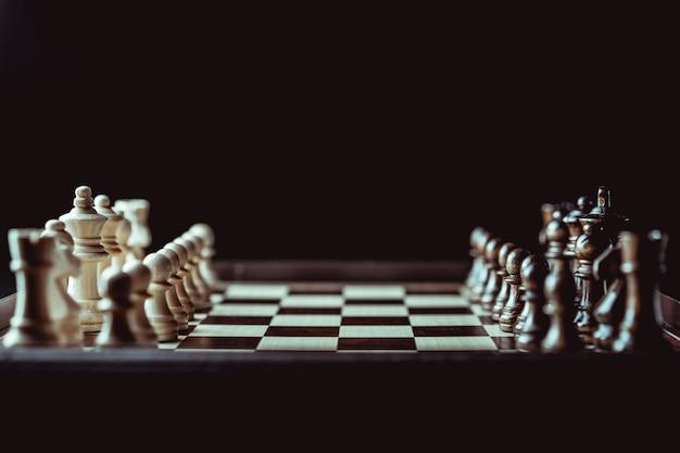 ビジネスのアイデアと競争と戦略のアイデアのチェスボードゲームのコンセプト。