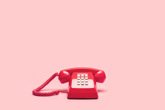 Ретро розовый телефон