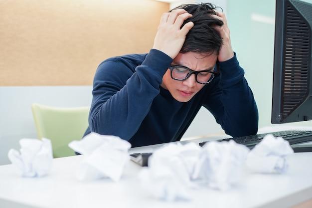 Сотрудник человек стресс с работой