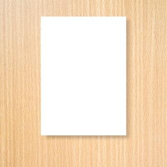デザインのクリーム色の木の壁の背景のテクスチャに白いポスターフレームをモックアップ
