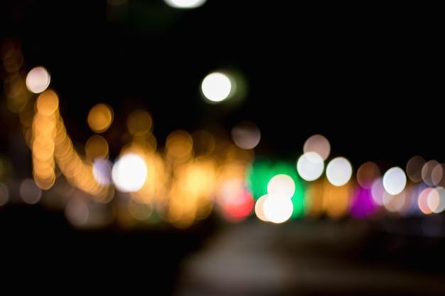 都市と街灯のバックボーン抽象的な円形ボケモーションぼかし。