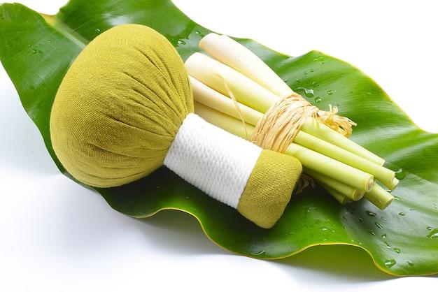 Природные ингредиенты для спа-процедур лимонное эфирное масло с ароматерапией