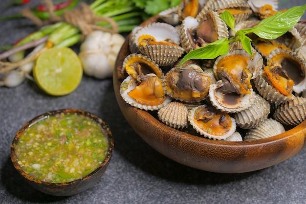 ホタテ貝のシーフードソース添え