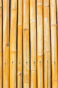 黄色の竹のフェンスの背景