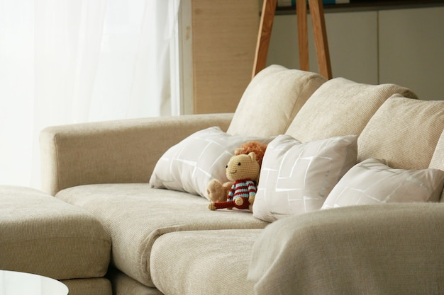 ソファの人形を編む