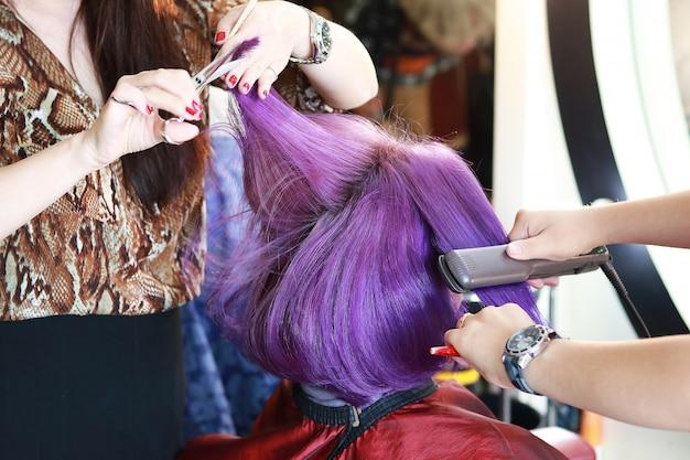紫髪のカットとアイロン