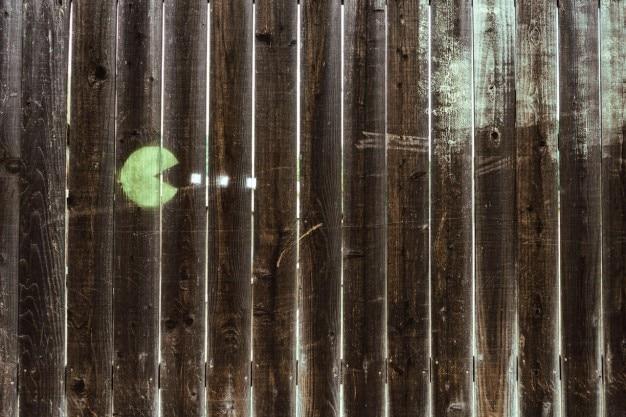 木材上のパックマンステンシル