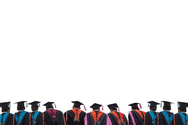 黒い帽子をかぶった大学卒業生の背中。