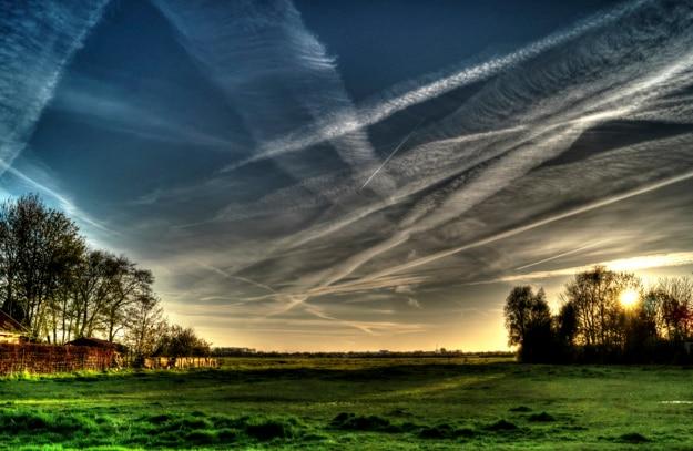 上空の空気トレイル