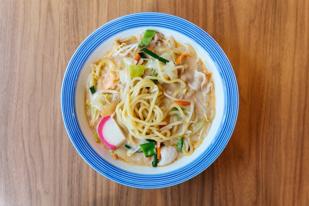 ちゃんぽんラーメン(長崎の郷土料理である麺料理)の平面図。
