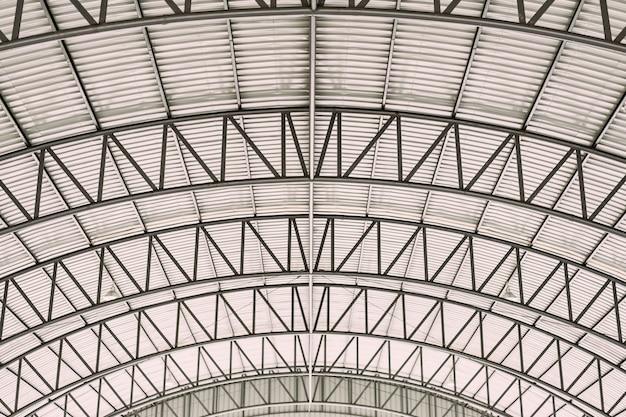 亜鉛メッキされた波形ルーフィングタイル鋼板を用いた曲線屋根鋼設計構造。