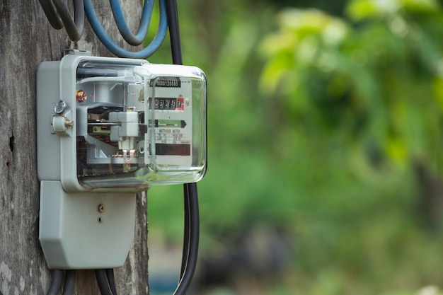 Счетчик электроэнергии измеряет потребление энергии. инструмент измерения электрического счетчика ваттчаса