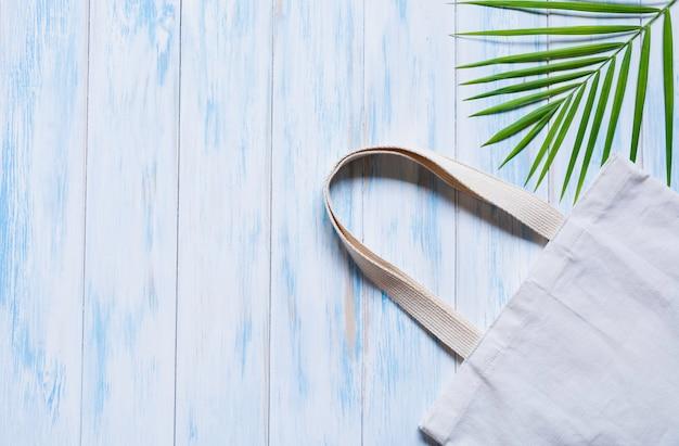 Белая сумка холщовой ткани. ткань мешок с копией пространства.