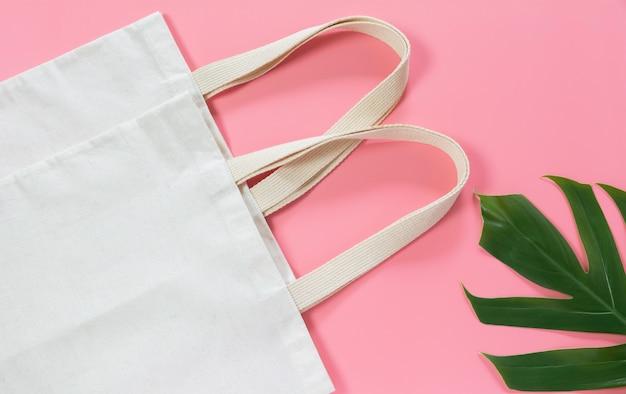 Белая сумка холщовой ткани. ткань мешок мешок макет с копией пространства.