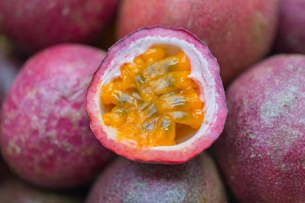 Маракуйя тропический здоровый сок, пища с высоким содержанием пищи и витамин а