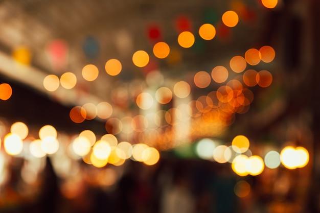 夜祭りの光の背景をぼかし