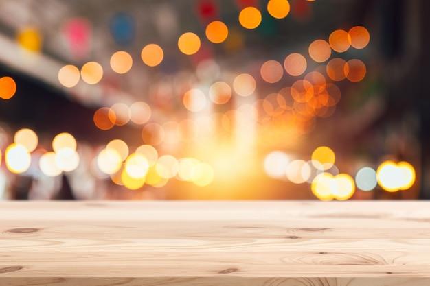 ぼかし祭りナイトパーティーナイトライフと木製の前景