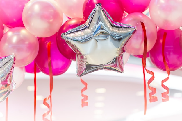 ピンクの風船パーティー新年あけましておめでとうございます