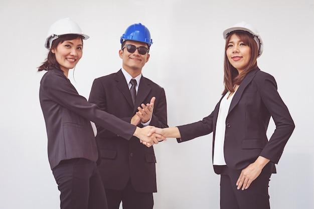 ビジネスの職長、握手、会議を終えた