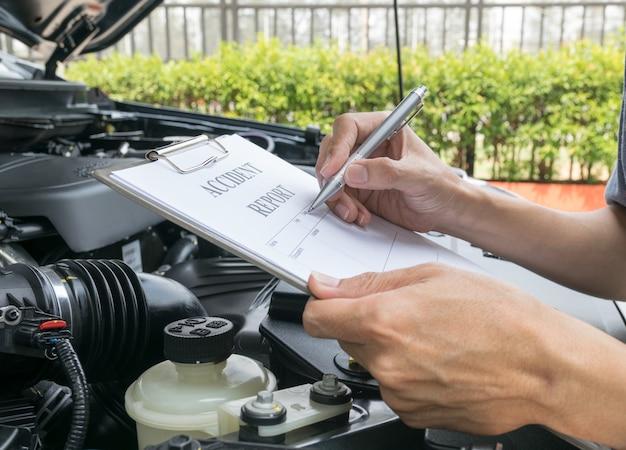 メカニックダメージカーの点検と事故報告書の記入