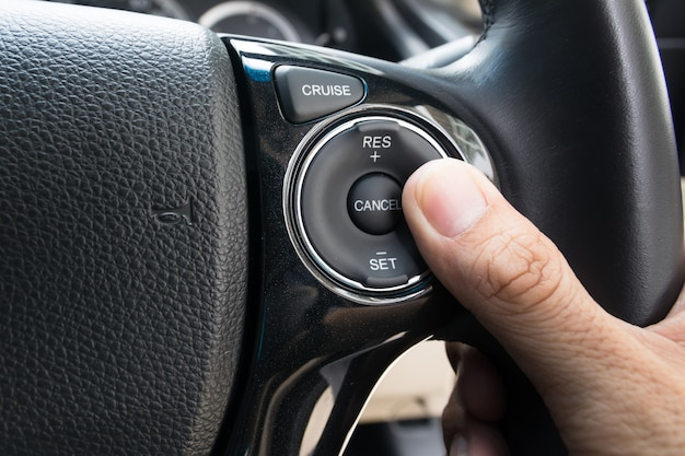 手押し車モーターカーのクルーズコントロールボタンと速度制限