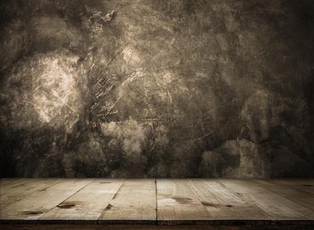 グランジの壁を越えて空の木製テーブル