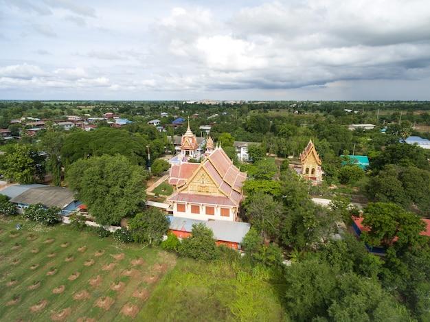 タイの田舎で空中写真タイの寺院