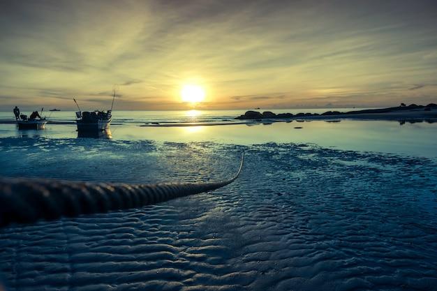 海の上の美しい日の出。ホアヒンタイ