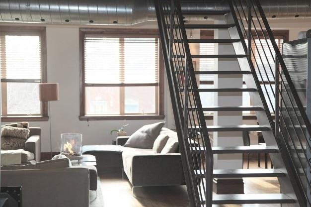 内装金属階段