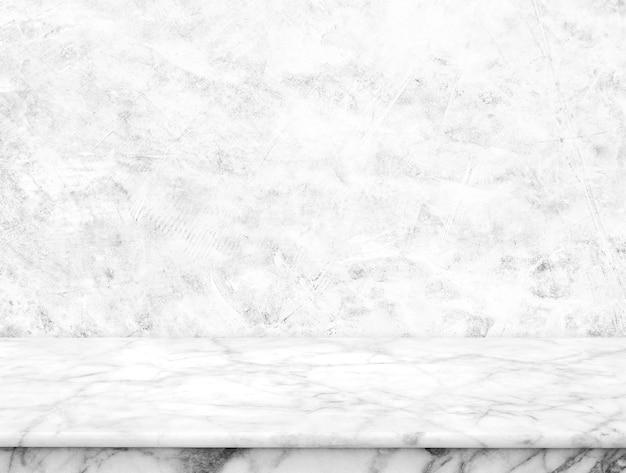 セメントの壁の背景と自然な白い大理石のテーブル