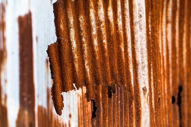 錆びた亜鉛メッキ鉄板。