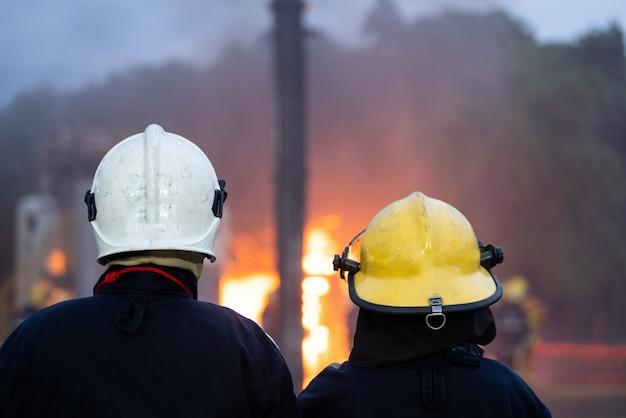 火事でチームワークを救う