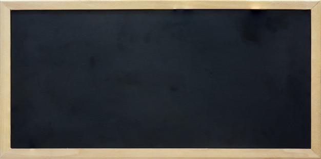 木製フレーム、コピースペースを持つ空白の長方形黒板
