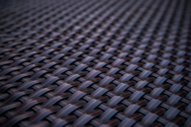 黒の背景のパターン家具材料のための手工芸品の織り方のテクスチャ籐表面