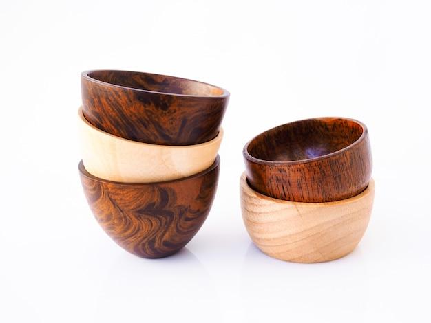 手作りの木製ダイニングカップ、白い表面に分離されて食べるためのボウル用品セット。