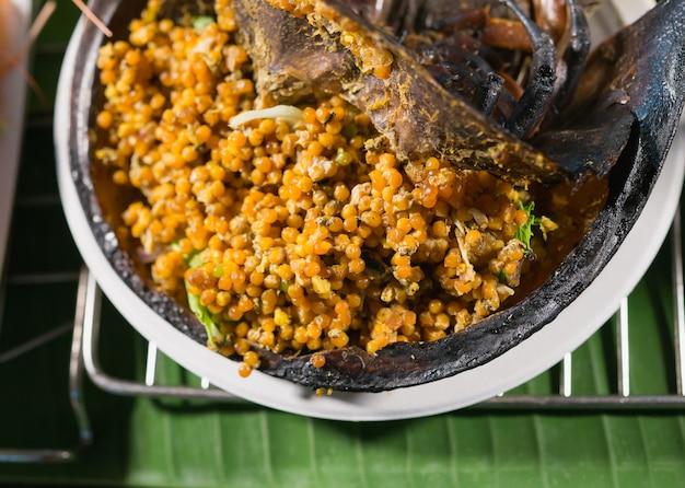 タイ料理。スパイシーなカブトガニの卵サラダ、ポン引きの卵サラダタイのシーフード
