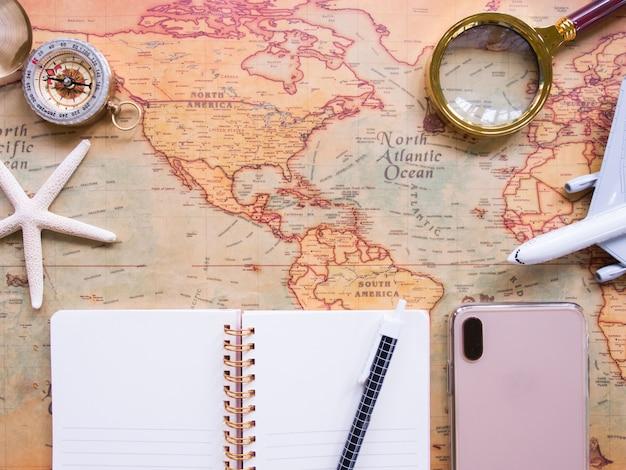 テキストのための空白のある旅行計画の平面図です。