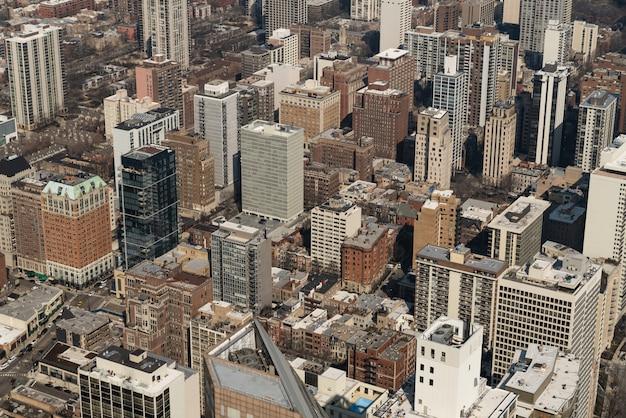 シカゴ市の住宅街またはダウンタウン地区の街並み空撮。