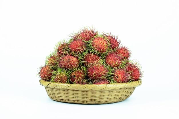 Рамбутан азиатские фрукты изолированы