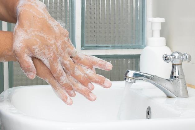 手指消毒剤石鹸を洗って、ウイルス細菌汚染を衛生的に保護