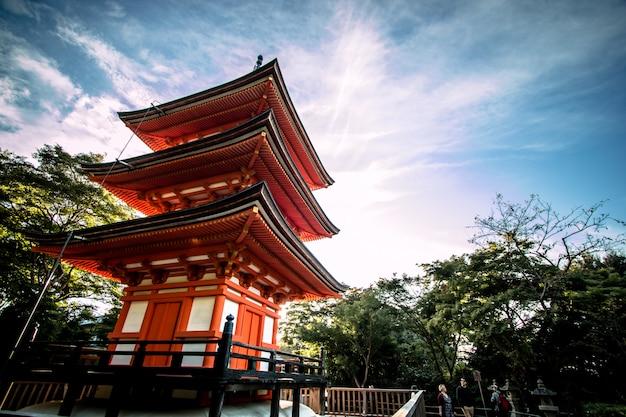 京都、清水寺の寺院にある小康塔。