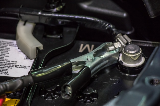 自動車のエンジンとギアの部品を閉じます。