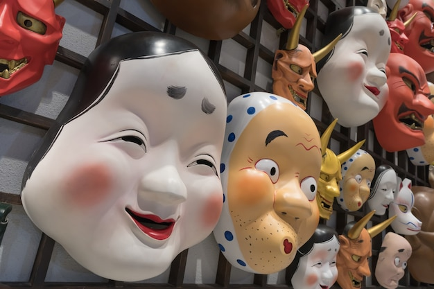 お土産屋での日本のマスクの装飾
