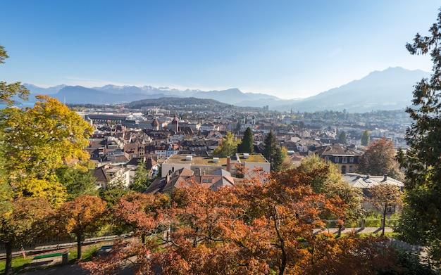 スイスのルツェルンまたはルツェルンの町の鳥瞰図