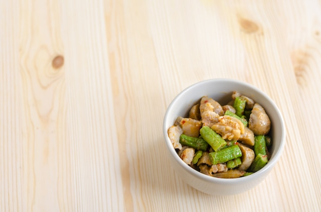 キノコとヤードロングビーン、タイ料理メニュー