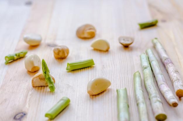 Абстрактный дизайн фона овощи на деревянном фоне