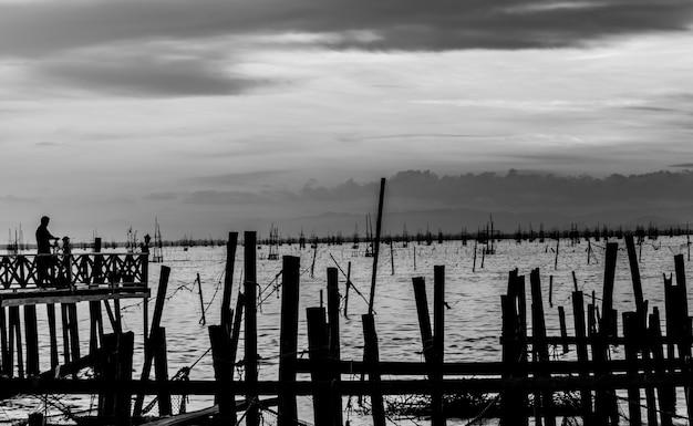 タイのソンクラー湖の抽象的な黒と白