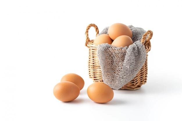 白い背景の上の卵