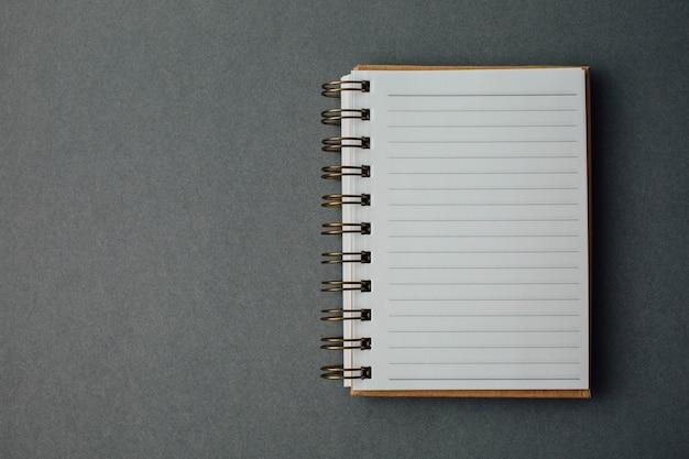 グレーの背景にノートブック