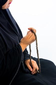 アッラーのために祈るイスラム教徒の女性、イスラム教徒の神